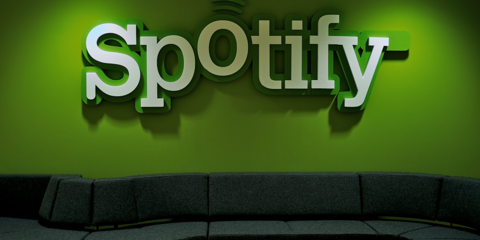 o SPOTIFY LOGO facebook - Listen on Spotify